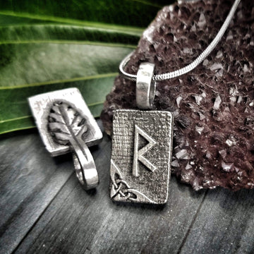 Celtic Knot Works Jewelry Raidho Rune Pendant – Safe Journey, Progress, Planned Change – Ancient Traditions