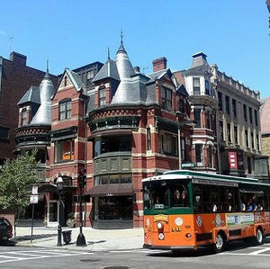5 Stops to Make on Newbury Street in Boston for Marathon Weekend
