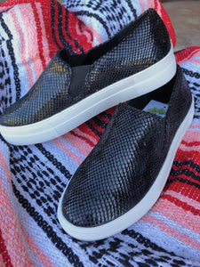 THE SHANIA SNEAKER