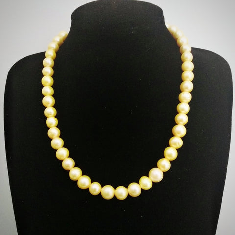 RV 460 Rich and precious natural shell pearls make this line a keepsake. The golden shade from these pearls is a rare one to posses