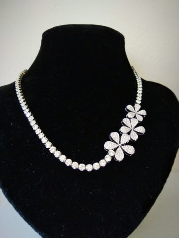 RV - 261 A Solitaire diamond necklace with a floral design to adorn the neck with simple sophistication. Made with polished diamonds ( Price on request)