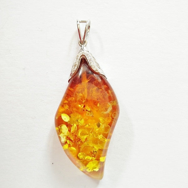 RN-188 Amber with a diamond and engraved cap in 18karat gold - Renouveau Design Studio