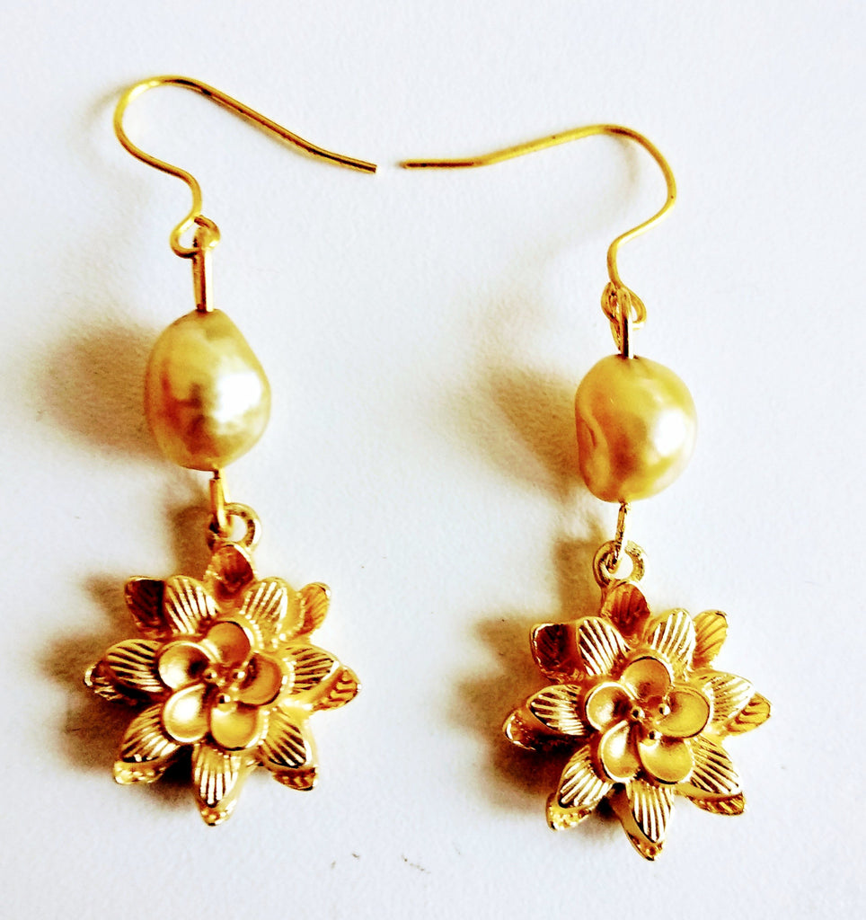 RV 289 Dahlia flowers gold platted with gold pearl earrings