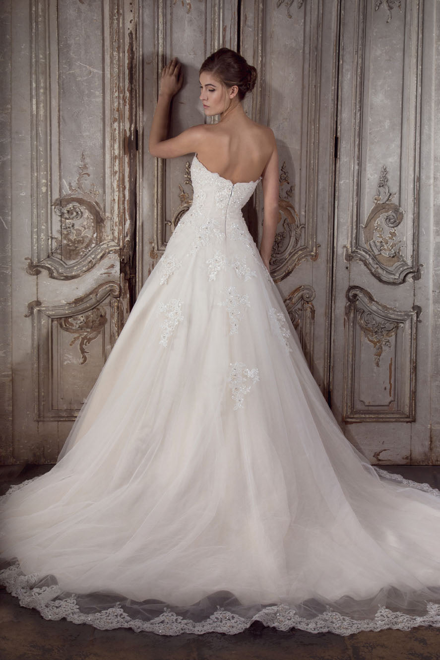 Jewell designer wedding gown by Donna Lee