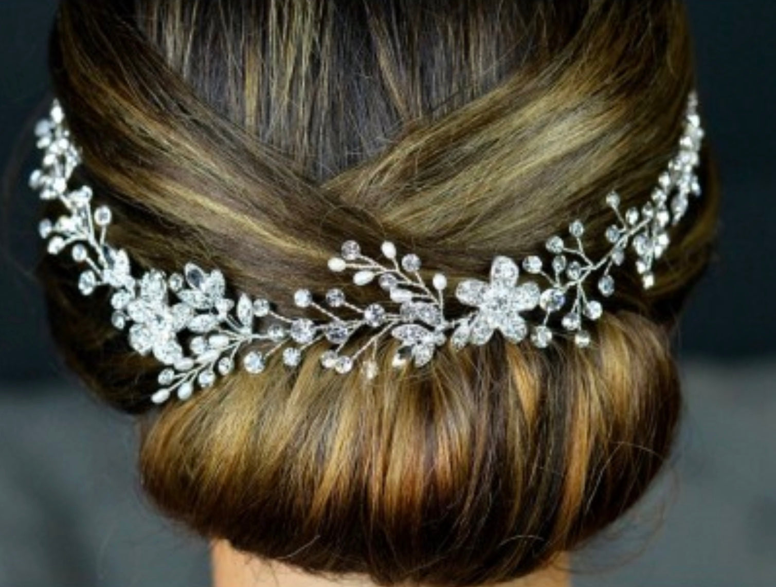 Freshwater pearls diamanté hair accessory in silver vine