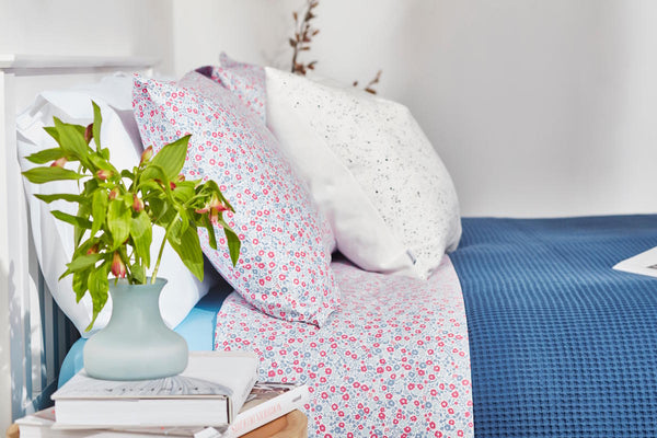 Capricho, Minifloral Sheet Set styled on bed, side view with flowers