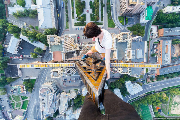 An urban climber at the top of Kudrinskaya Square Building, Moscow © Alexander Voskresensky