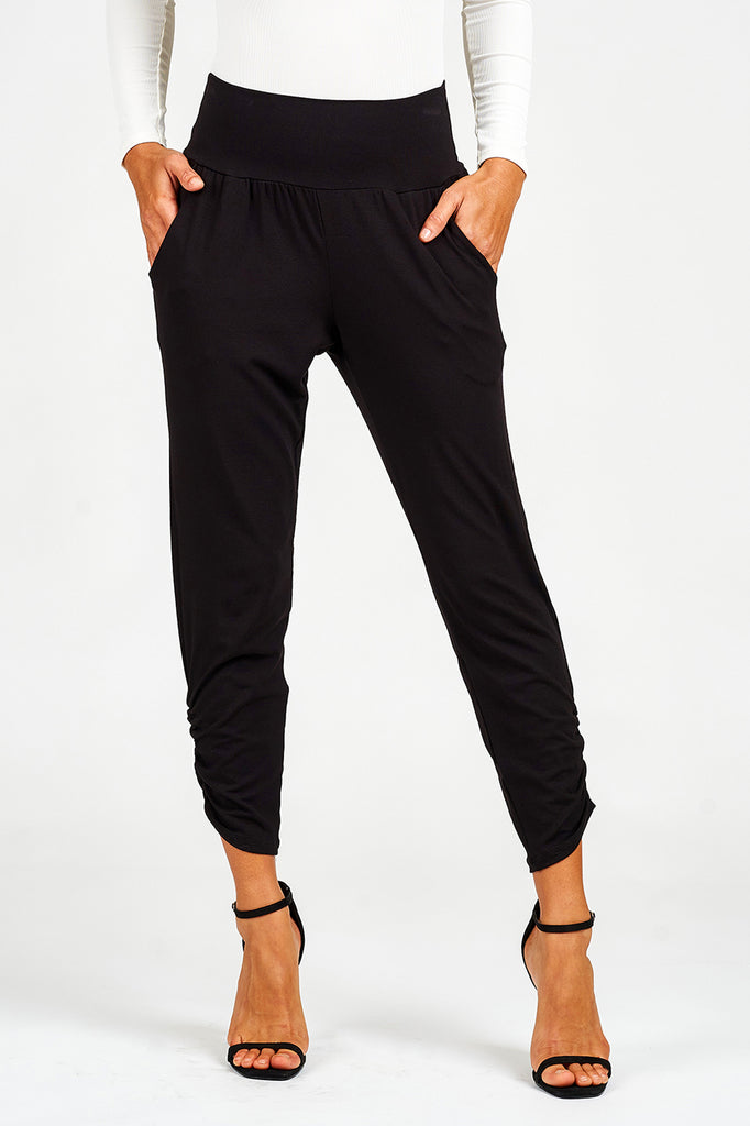 Ruched Cropped Pant