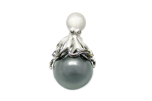 White Gold Octopus Pendant with Peacock Tahitian Pearl