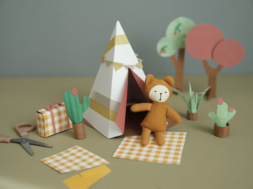 GO CAMPING WITH OUR POCKET FRIENDS