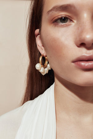 Load image into Gallery viewer, Multi Pearl Hoops In Gold