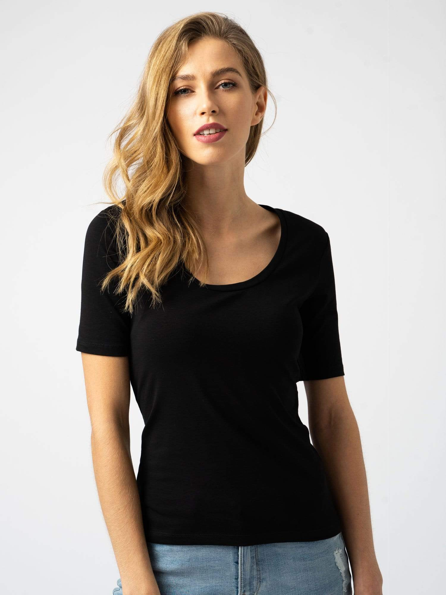 Scoop Neck Tee Black