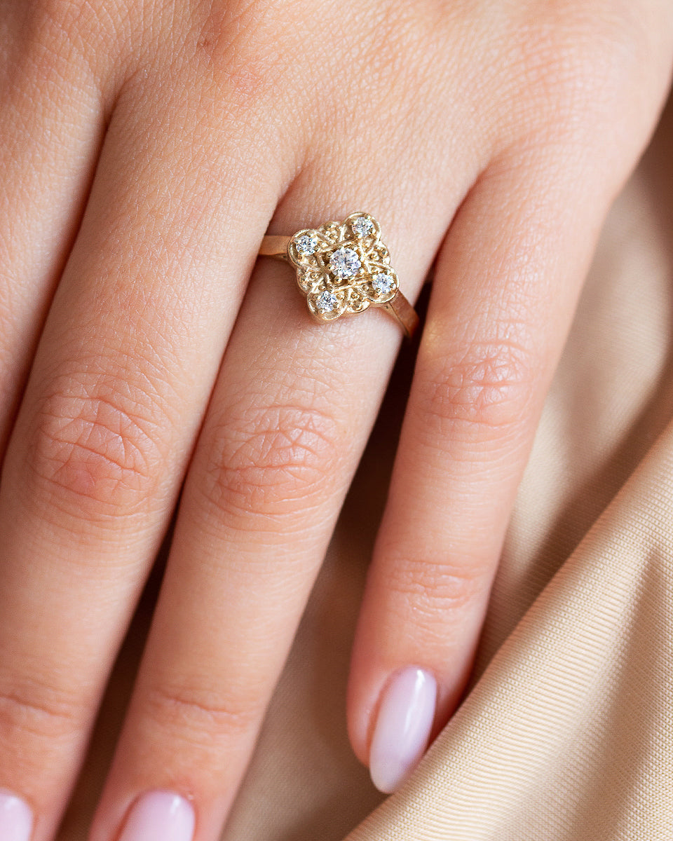 Très Jolie Diamond Ring