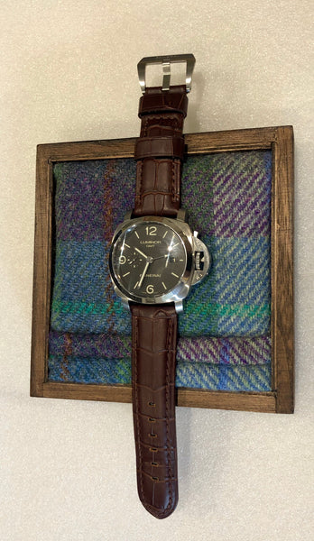 Watch butler in Harris Tweed