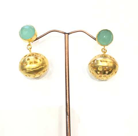 Gold earrings, ball with stone
