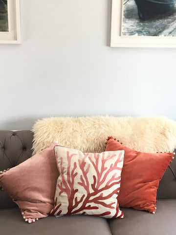 Cushion, velvet with Pom Pom corners