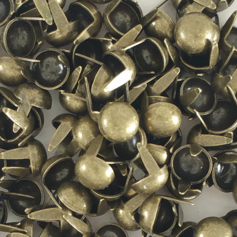 8 mm Plain dome spots in an antique nickel finish with prongs for leather craft work and heavy fabric.