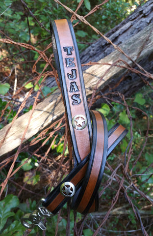 Texas dog leash by BTW Shop laying on a barb wire back ground