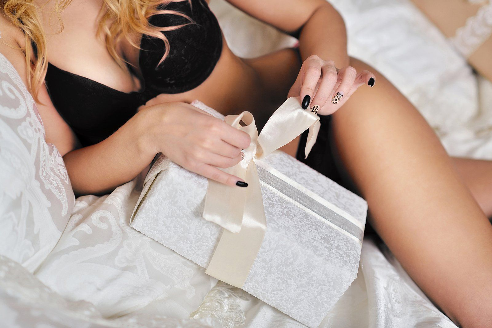 Sexy Date Night Ideas: Sex Toy Kits Provide a 'Date in a Box' for Couples