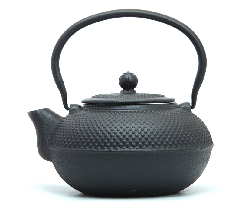 GURO Cast Iron Nailhead Teapot 50 Ounce, Black