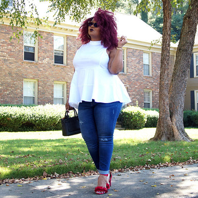 """The Curvy Fashionista"" Shows You How She Styles Her Curvy Sense Pieces"