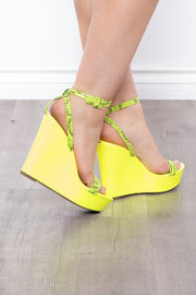 Curvy Sense -Plus_Size_Womens- Mercadito Snake & Neon Wedges - Neon Green