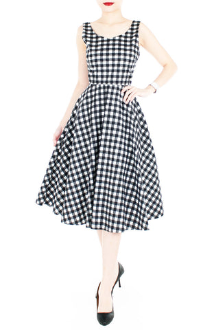 Pin-up Queen in Gingham Flare Midi Dress