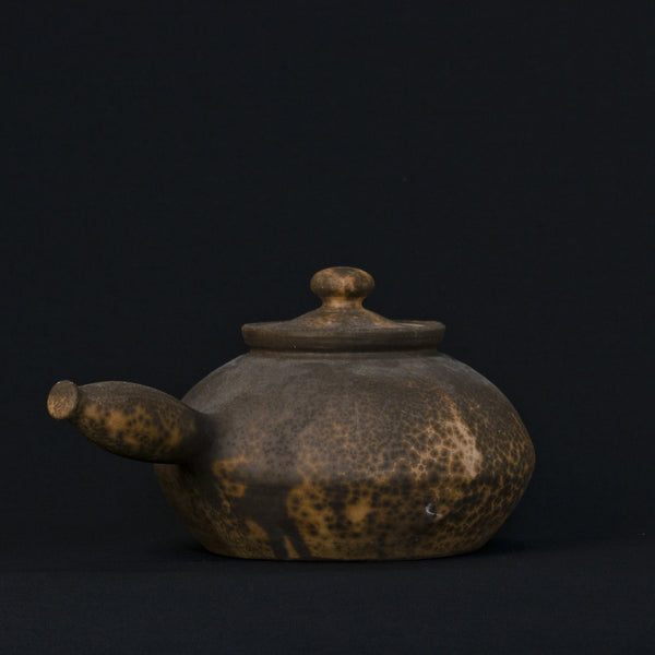 Clay pot with handle