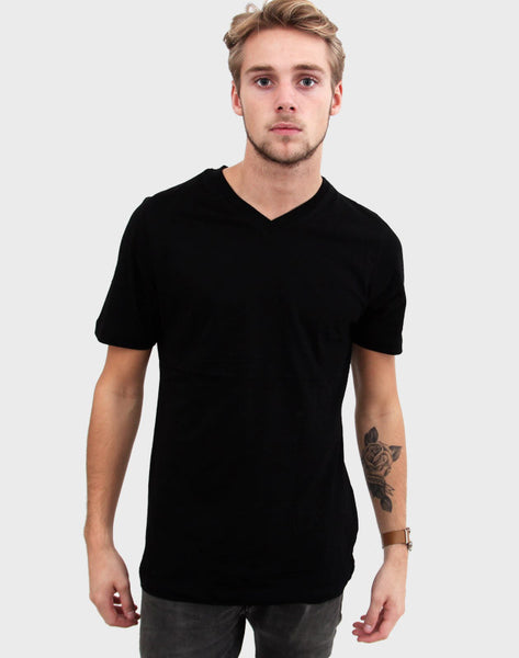 Fitted Fit - V-Neck , Sort