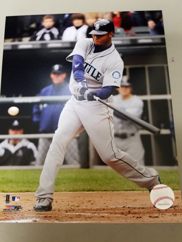 UNSIGNED Ken Griffey (batting3) 8x10
