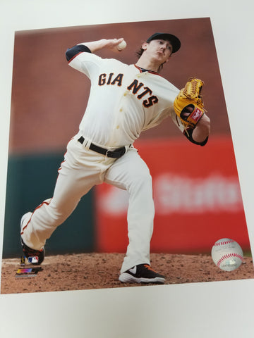 UNSIGNED Tim Lincecum (pitching2) 8x10