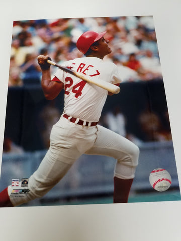 UNSIGNED Tony Perez (batting2) 8x10