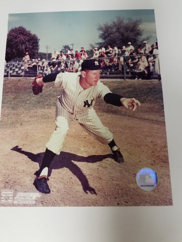 UNSIGNED Whitey Ford (throwing) 8x10