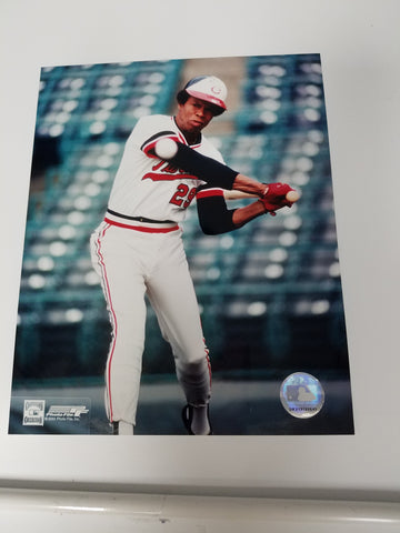 UNSIGNED Rod Carew (batting) 8x10