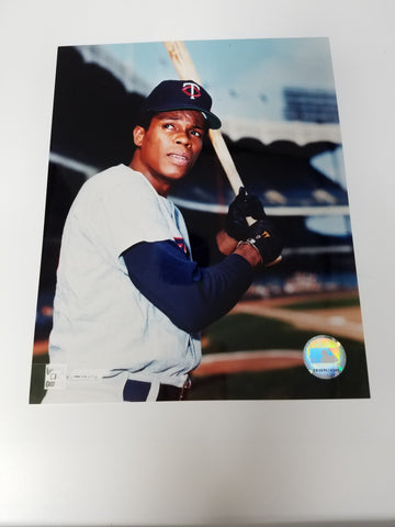UNSIGNED Rod Carew (batting2) 8x10