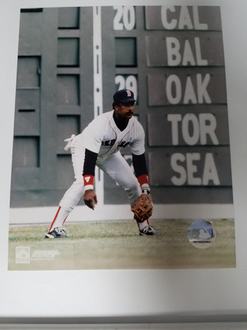 UNSIGNED Jim Rice (fielding) 8x10