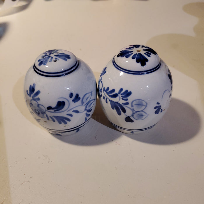 Vintage salt & pepper set (2) - blue painted pottery
