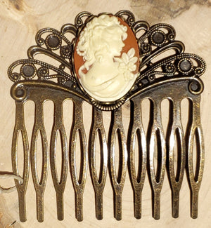 Classic Cameo Haircomb handmade by Anni Frohlich