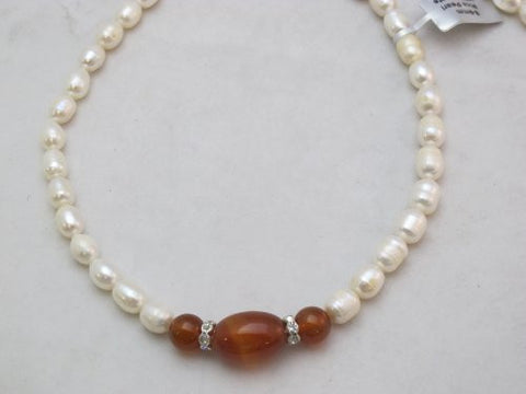 Freshwater Pearl Natural Pearl Cultured Pearl Rice Shape with Red Agate 8-9mm 17'' Per Strand