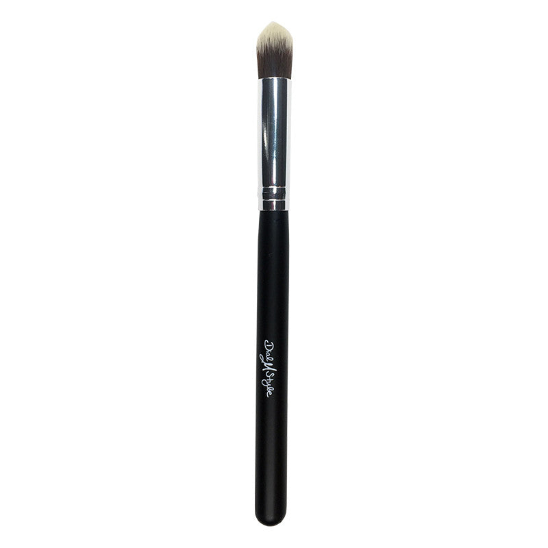 Deluxe Concealer Brush, smooth synthetic bristles for optimal coverage