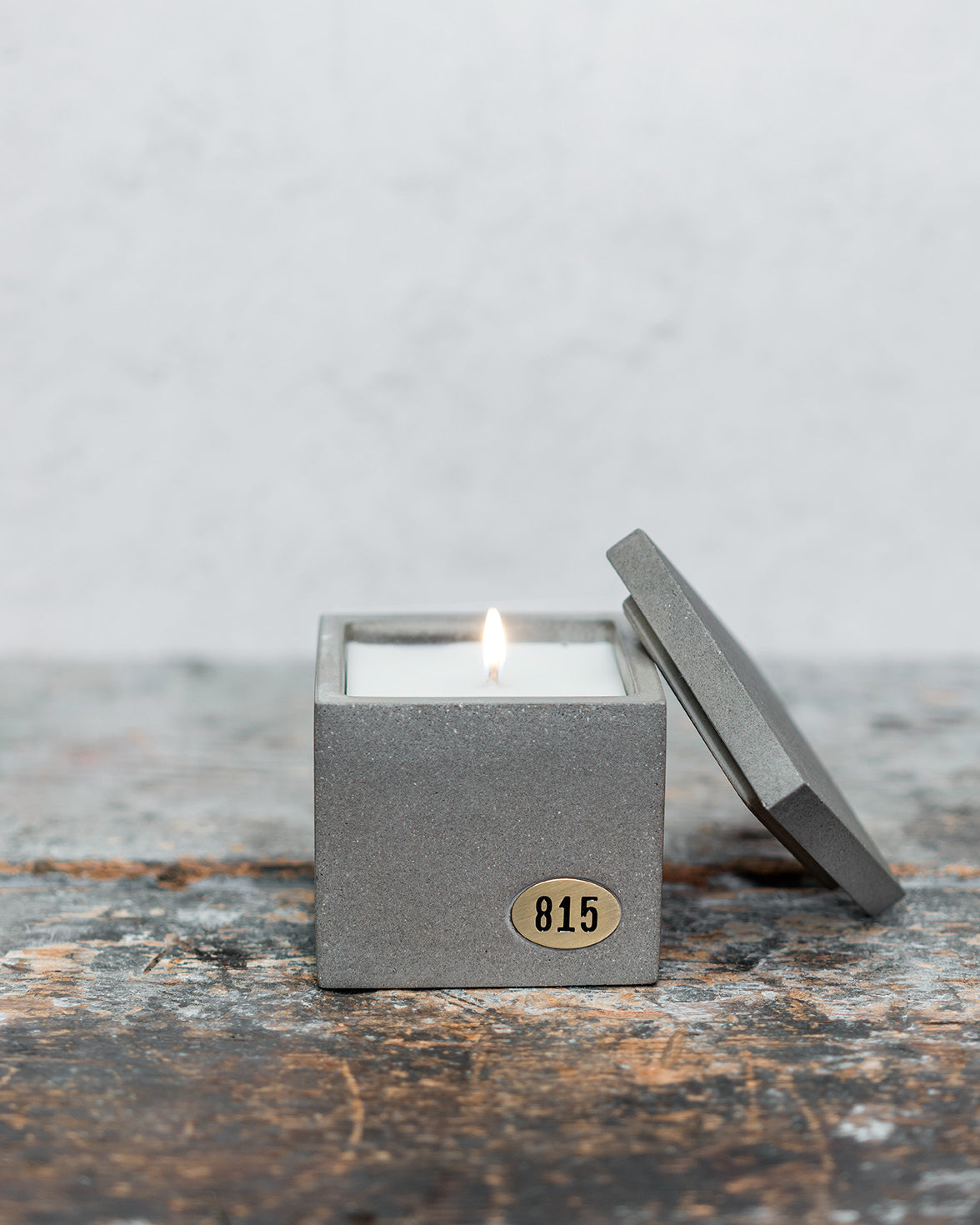 Concrete Cement Candle - Soy Wax - Hand poured - Brass Metal Plate - Luxury - Quality