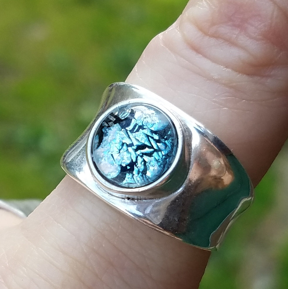 front biew blue silver crinkle indent ring sterling silver, cremation jewelry, memorial jewelry, pet memorial jewelry, cremation ring, memorial ring, handmade, urn ring, ashes in glass, ashes InFused Glass, ring for Ashes, sympathy gift USA Handmade by Infusion Glass Artist Joele Williams Human and Pet Cremation Ash Remembrance Urns AshesInfusedGlass.com