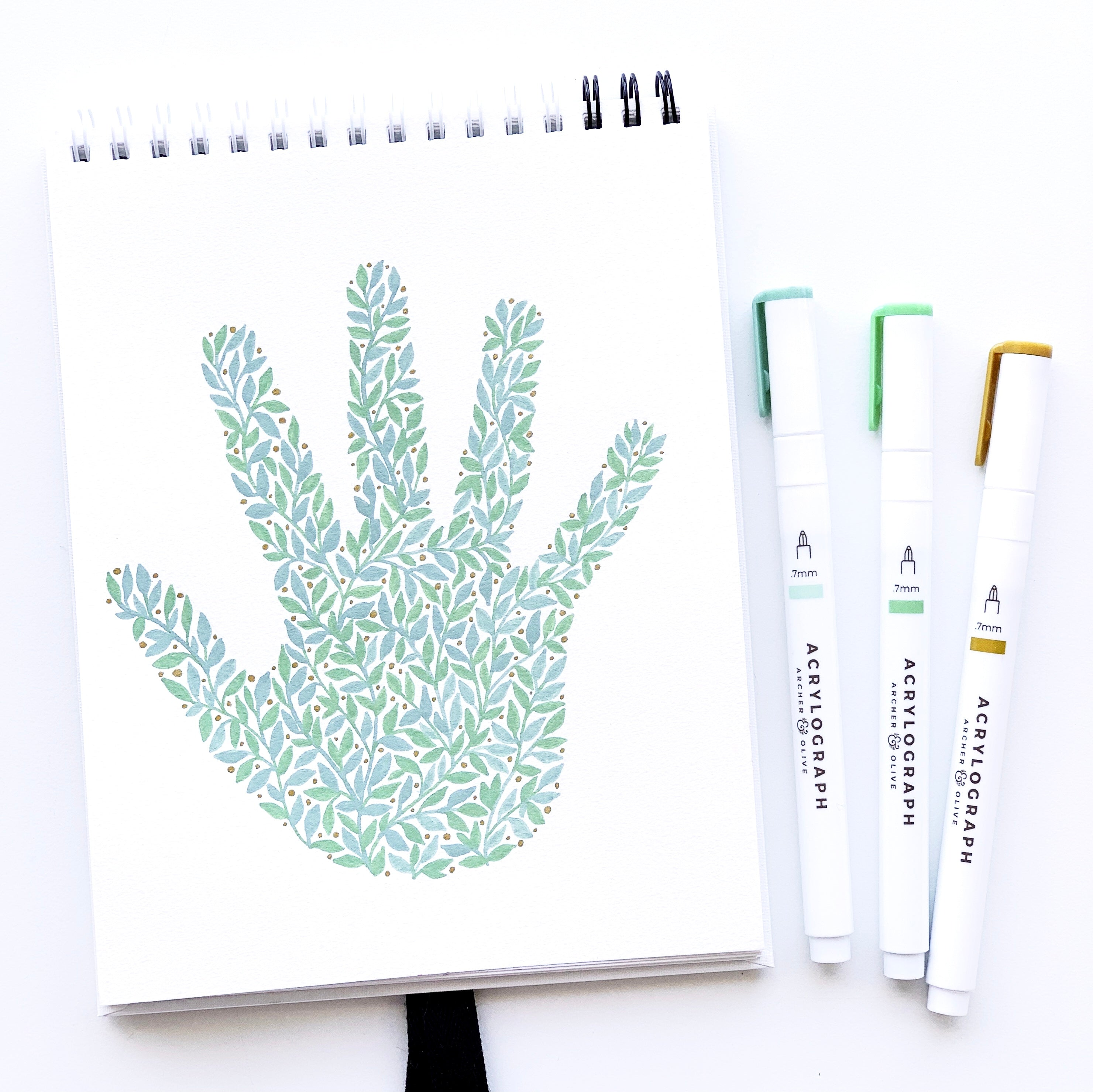 Create a keepsake of your child's precious hand with this tutorial from Adrienne from @studio80design!