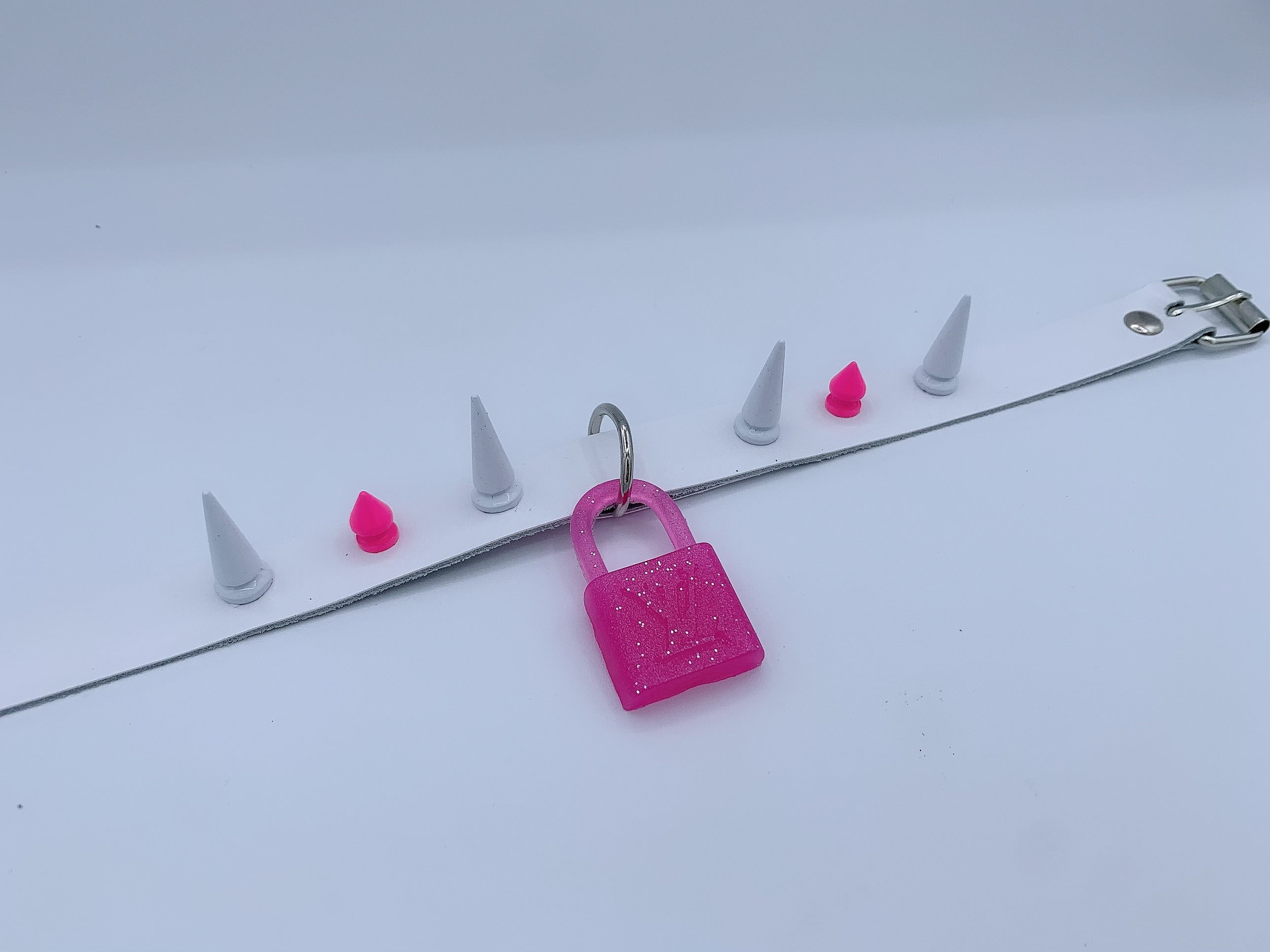 Pink Spiked Louis Collar