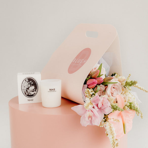 MOTHER'S DAY MIXED BOUQUET CARRIER + MAISON BALZAC CANDLE