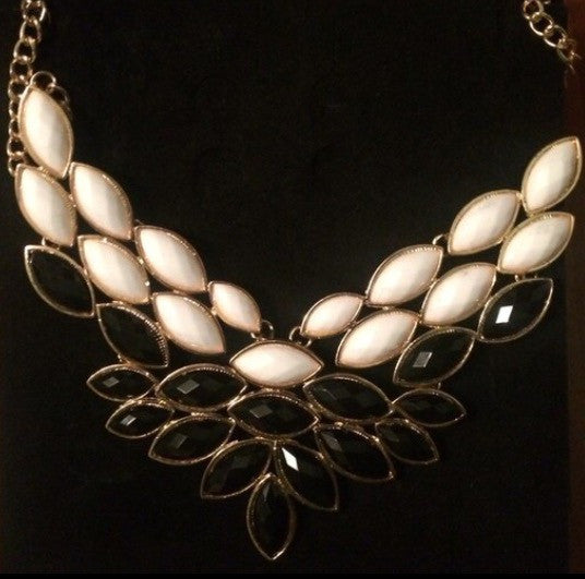 Fashion Necklace - Classy Pink Boutique