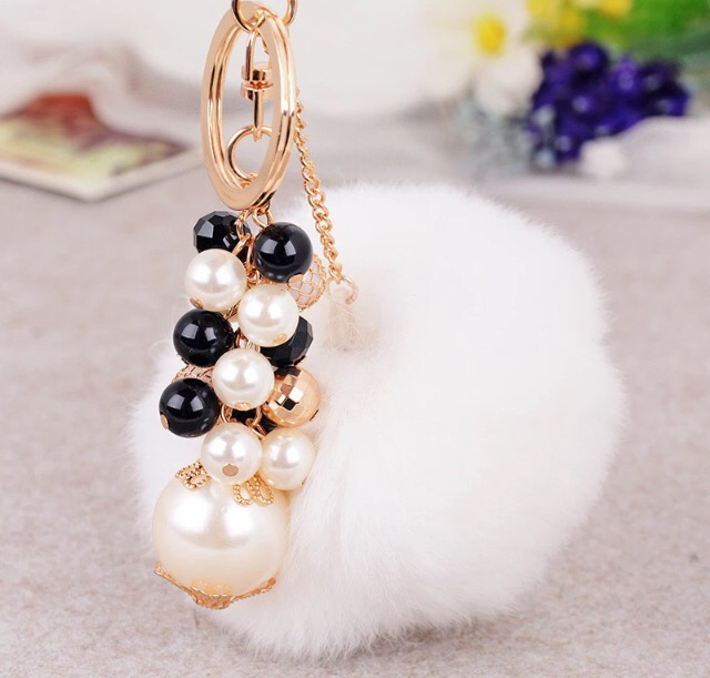 White bagcharm with pearls