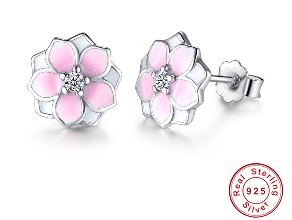 Beautiful silver flower earrings - Classy Pink Boutique