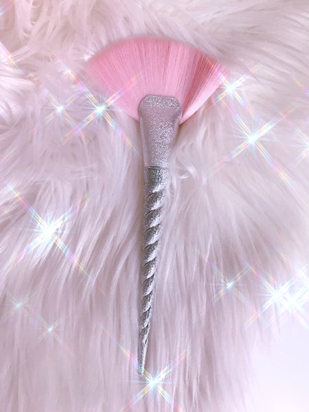 Silver Sparkles fan brush