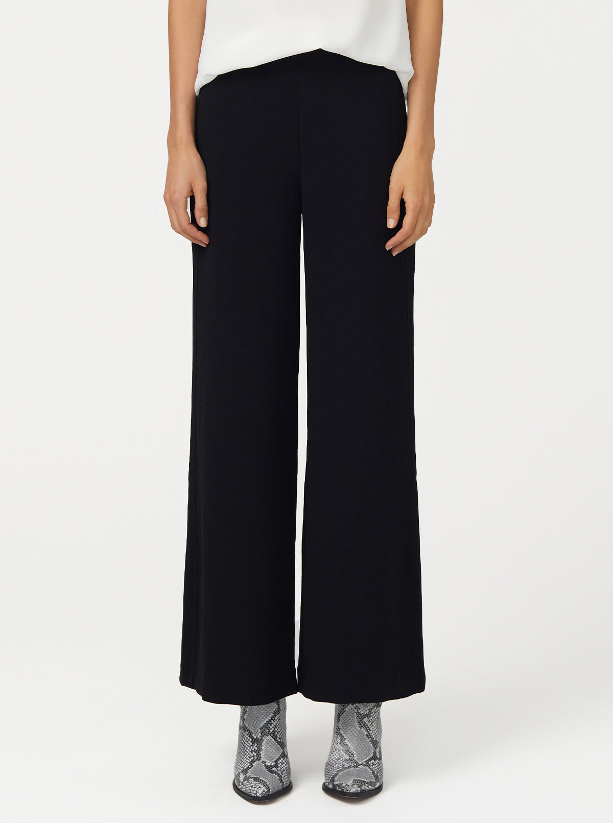Borderline Wide Leg Pant